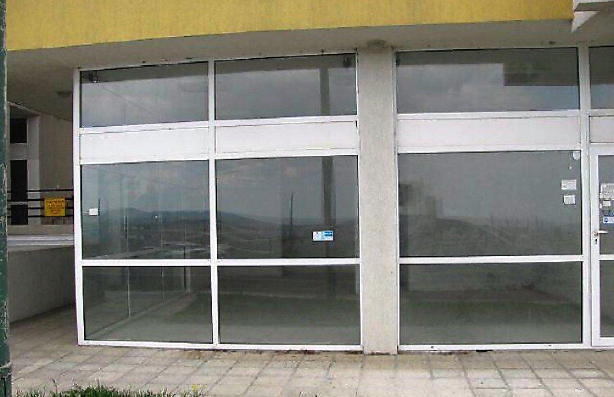 Продава: Помещение със статут на магазин или офис