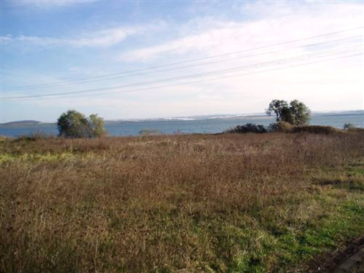 For Sale: Plot of land by the coast of Mandra lake