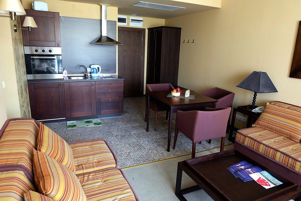 Аренда: Квартира в 5*** отеле, в 50 м. от пляжа.