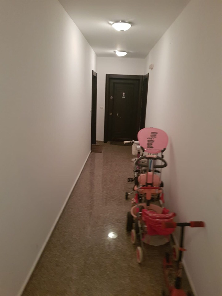 Продава: Двустаен апартамент в кв.Славейков