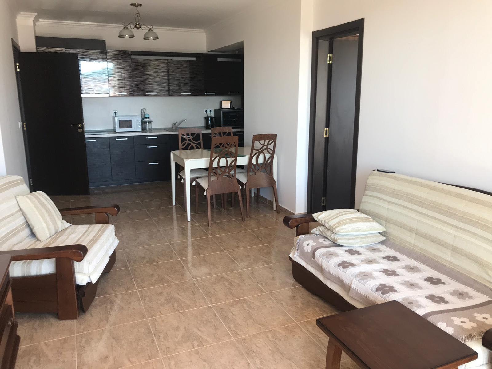 Продава: Апартамент с две спални и гледка към морето