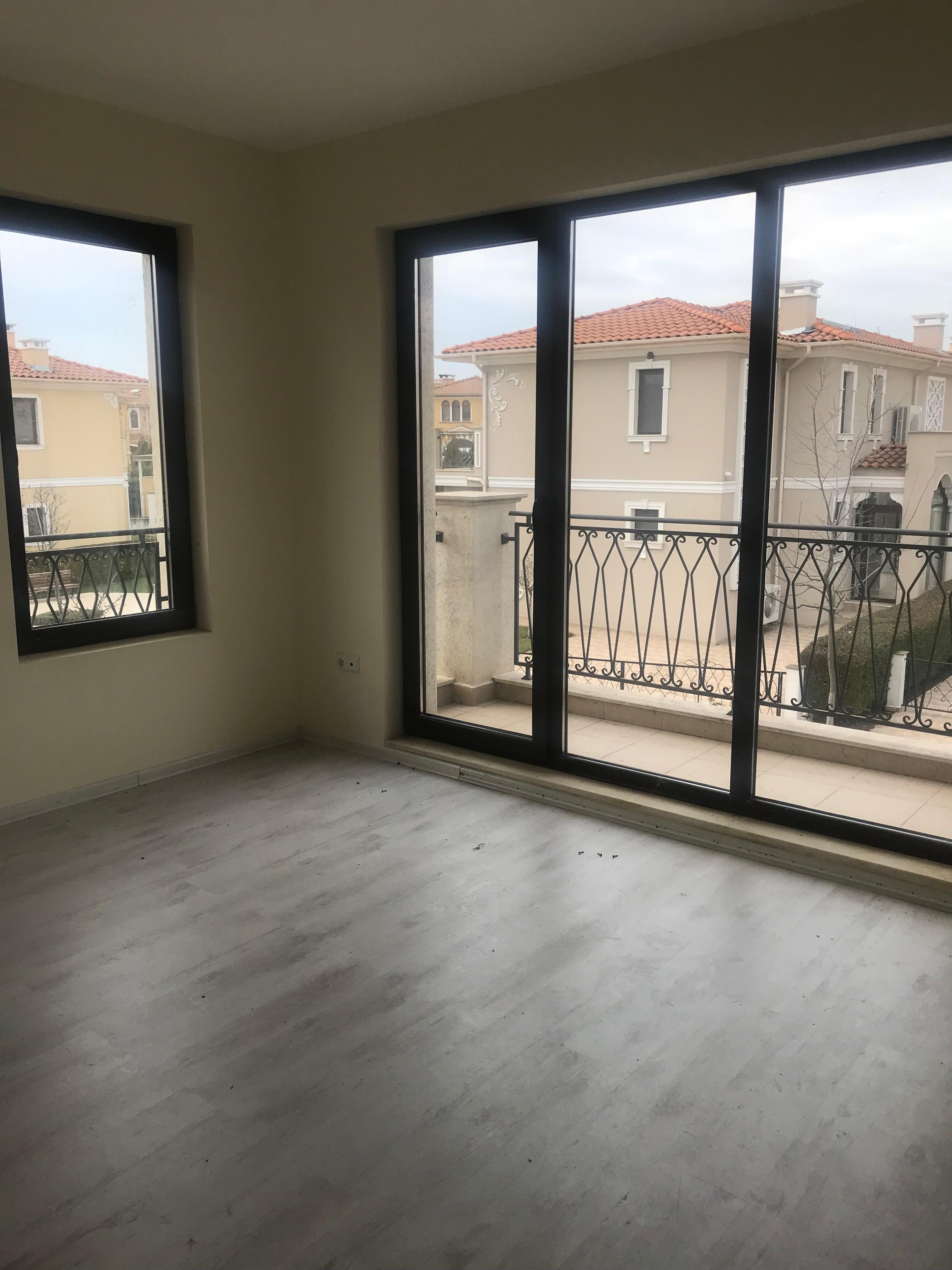 Продажа: Прекрасный дом в закрытом комплексе