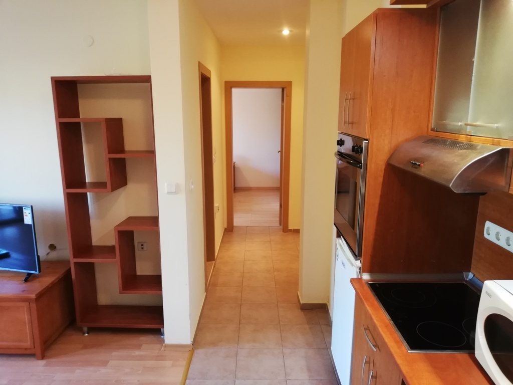 Продава: Двустаен апартамент с директен достъп до градината