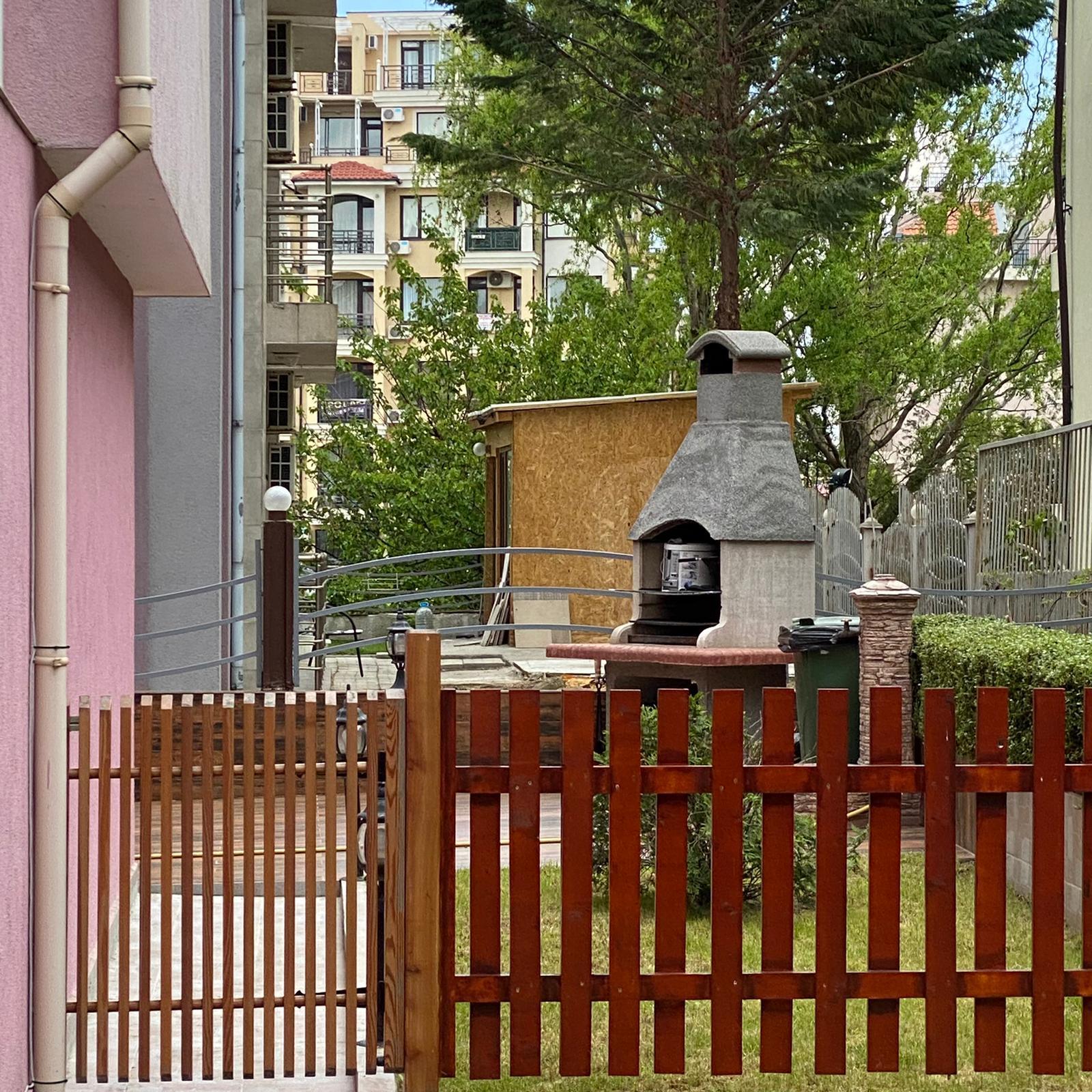Продажа: Просторной квартирой в тихом районе.