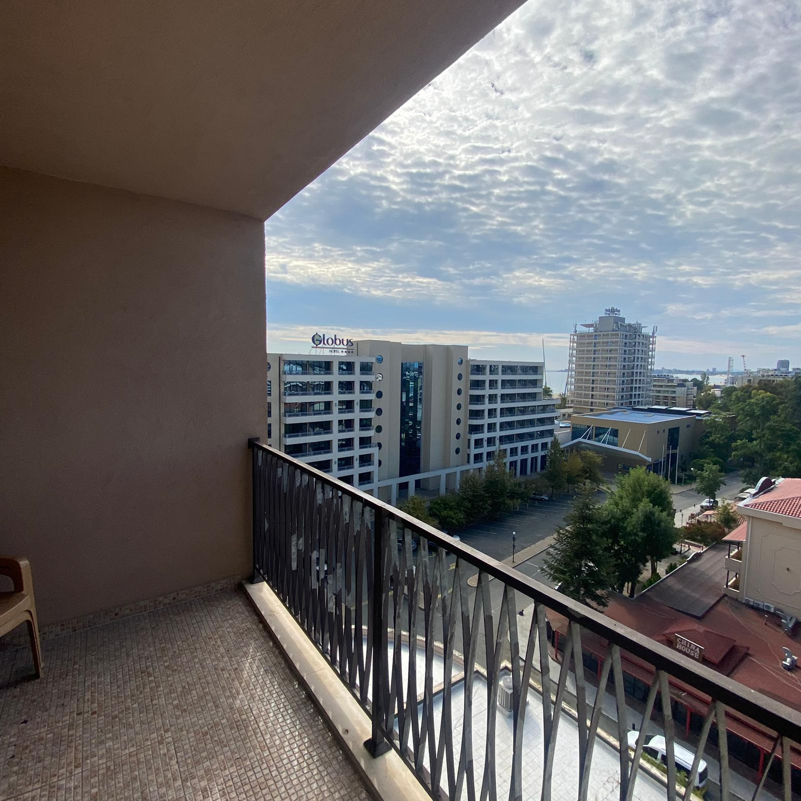 Продава: Просторен апартамент с гледка към морето в луксозен комплекс.