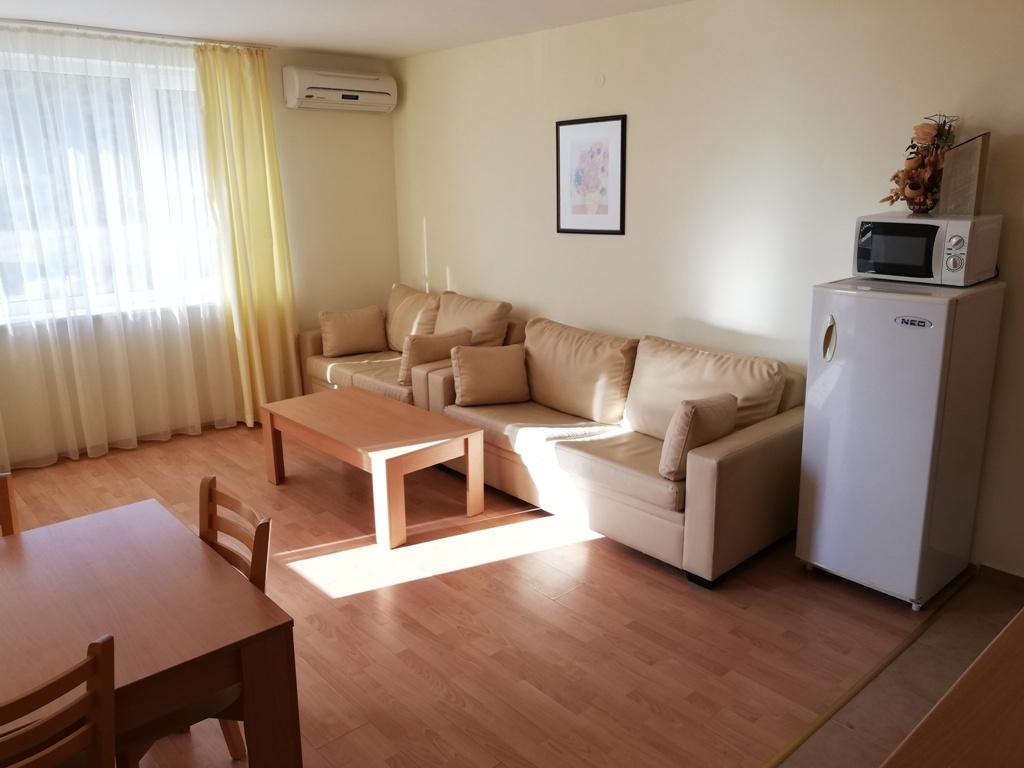 Продажа: Двухкомнатная квартира с видом на лес и море