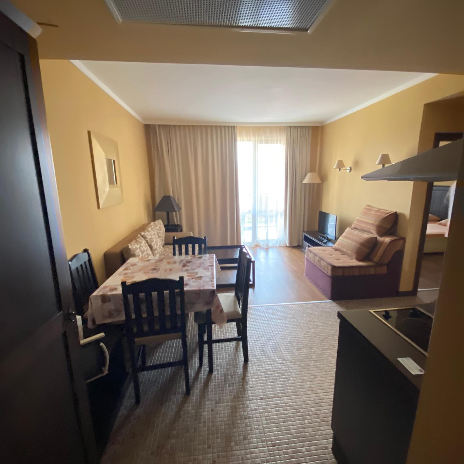 Продава: Двустаен апартамент с гледка море в красив комплекс