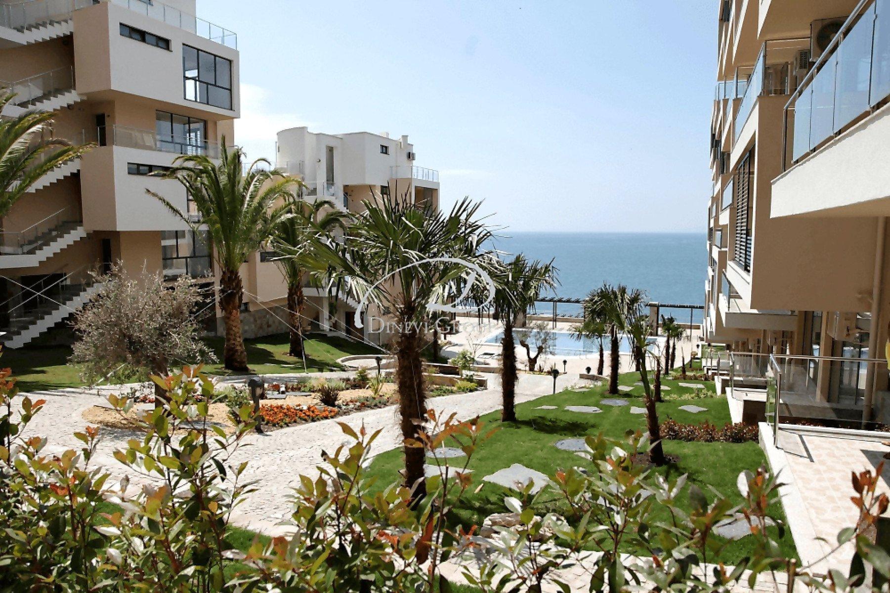Продава: Апартамент с гледка към морето в Свети Влас.