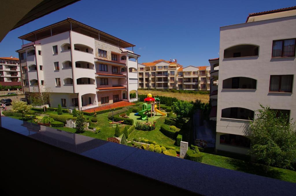 Под наем: Прекрасен двустаен апартамент с тераса