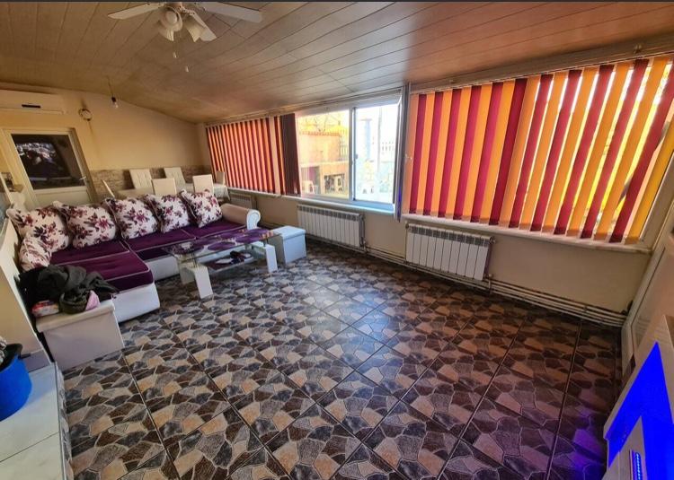 Продава: Напълно обзаведена къща близо до Добрич и Варна.