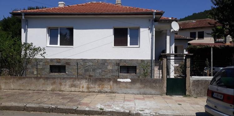 Продава: Уникална къща само на 12 км от Царево.