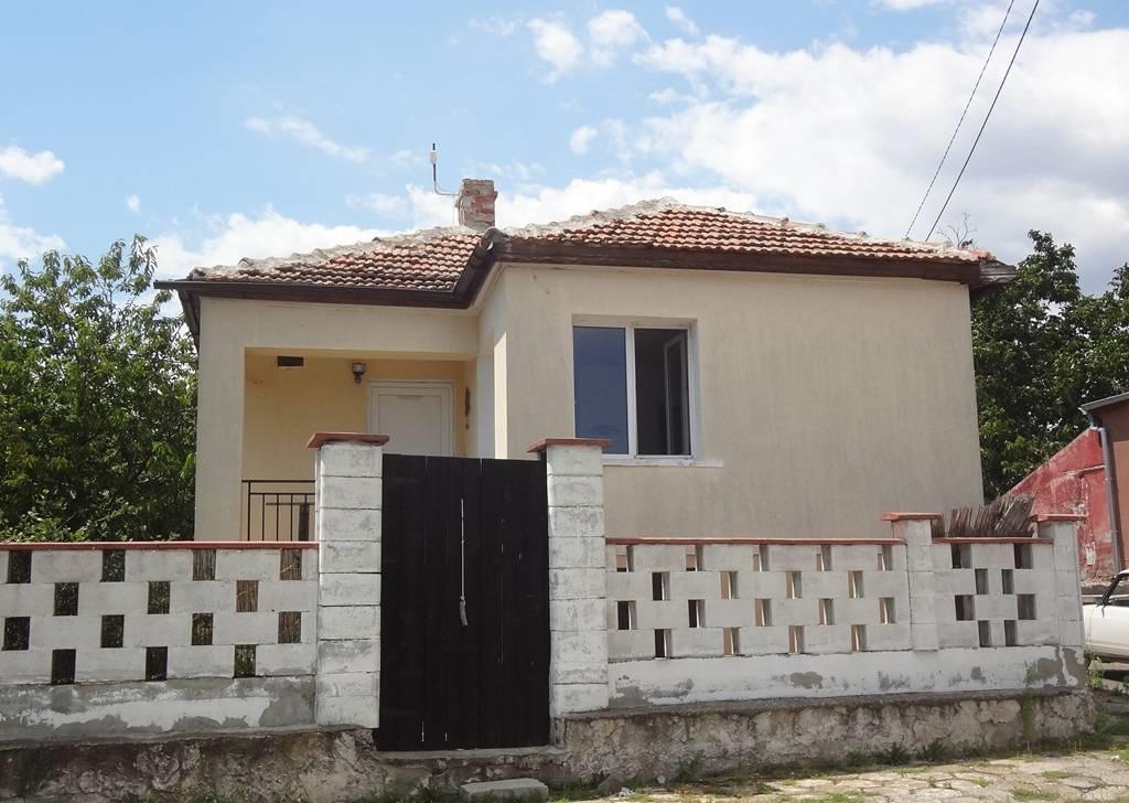 Продава: Къща с огромен двор в с. Брястовец, в близост до Бургас