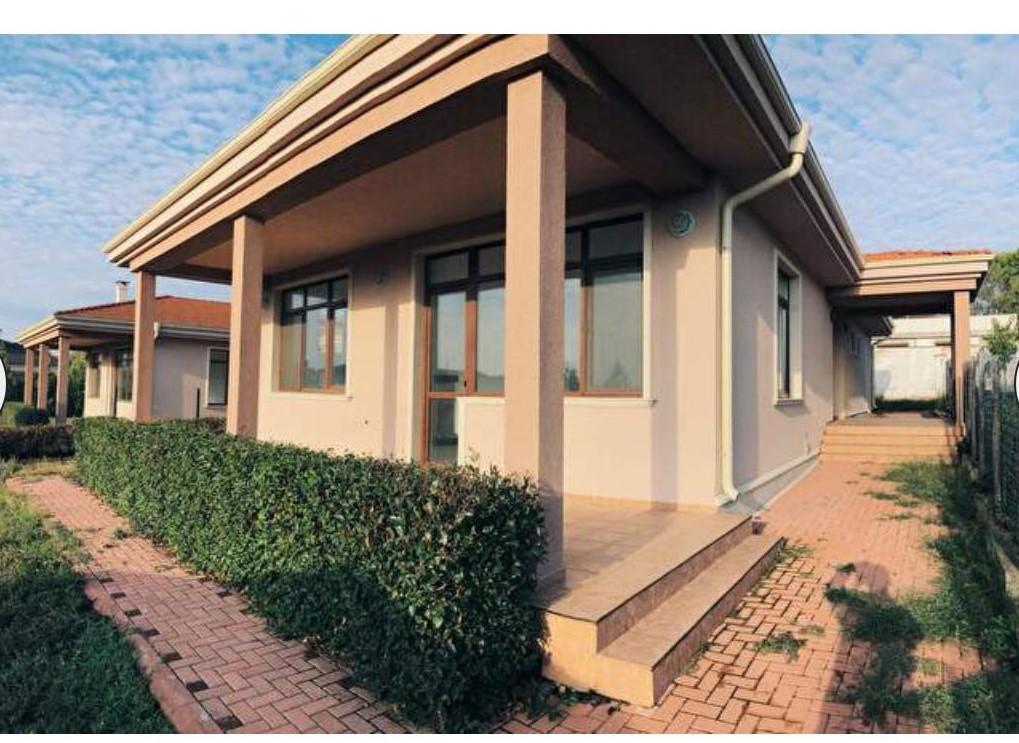 Продава: Великолепна едноетажна къща
